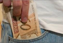 Com alta do dólar, gasto de brasileiros no exterior recua 30% em setembro