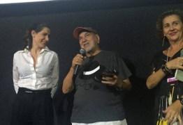 NOITE DE RECONHECIMENTO: Fest Aruanda entrega troféu pelo Conjunto da Obra de Lima Duarte