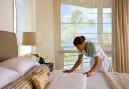 Com queda de carteira assinada, aumenta trabalho doméstico e por conta própria