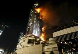 Incêndio atinge hotel em antes da queima de fogos de Ano Novo