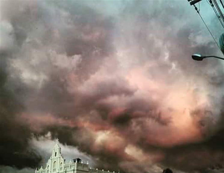 16123774580007455750000 - APOCALIPSE NA PB? Céu fica rosa e assusta pessoas: 'Fim dos tempos!'