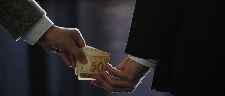 """BOLSO - Integrante do Conselho de Ética diz haver deputados: """"Muitos aqui são corruptos e votam com o bolso"""""""