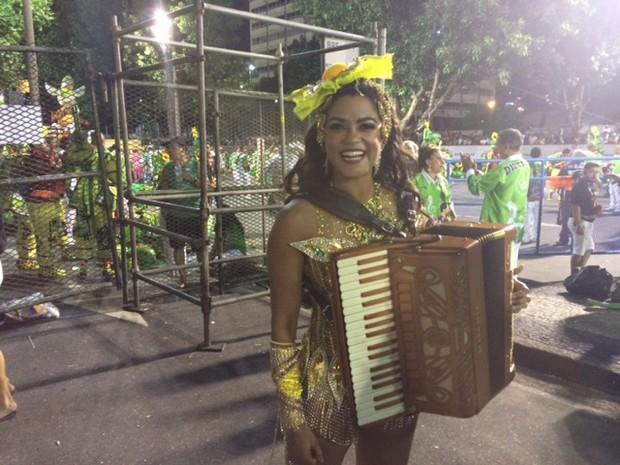 """LUCY ALVES - IMPERATRIZ: Lucy Alves fez bonito com a 'festa brasileira' na avenida: """"Não largo o samba jamais"""""""