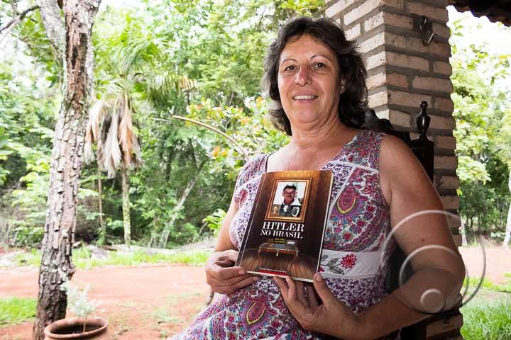 livro hitler no brasil - POLÊMICA - Livro afirma que Hitler teria morrido no Brasil com 95 anos