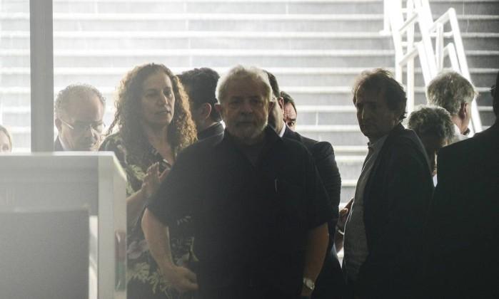 201603041335102358 - BASTIDORES DO DEPOIMENTO:  Lula disse a delegado da PF que só sairia do apartamento algemado