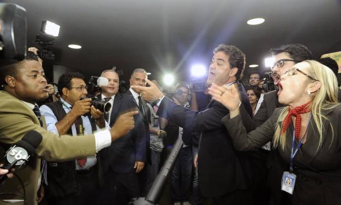 advogados oab - Impeachment: grupos se enfrentam na Câmara com 'palavras de ordem' - VEJA VÍDEO
