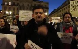 Estudantes brasileiros fazem manifestação em defesa do governo no exterior; veja os vídeos