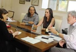 Ricardo concede entrevista a jornal norteamericano sobre microcefalia