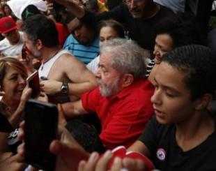 lula apoio 310x2451 - RESPOSTA:  Planalto quer revidar dia 18, na rua, Lula presente