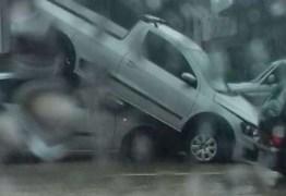 CAOS NA CAPITAL: Já choveu em 24 horas o previsto para um mês; acidentes, alagamentos e desmoronamentos