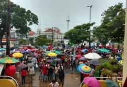 Manifestantes contra o impeachment realizam mobilização em João Pessoa