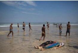 Futebol ao lado de vítimas de desabamento de ciclovia no Rio choca internautas