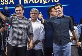 """NOVO VÍDEO – Na abertura do São João de Campina Cássio é vaiado e reage; """"Vocês são uns inocentes úteis"""""""