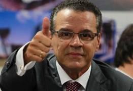 Henrique Alves garante que não têm contas no exterior em seu nome