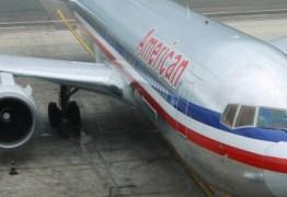 Menina de 13 anos acusa homem de abusar sexualmente dela durante voo nos EUA