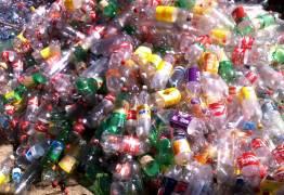 SEM POLUIÇÃO: Químicos transformam plástico em combustível líquido