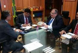 Ministro garante recursos para obras de 4 escolas em tempo integral em João Pessoa
