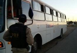 PRF retém dois ônibus Trans-Fácil por circular de forma clandestina