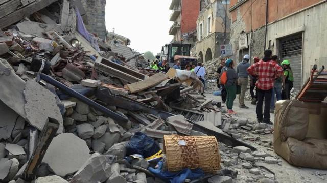 201608240329441687 rtsglobo - MAIS DE 100 MORTOS: Forte terremoto atinge a região central da Itália