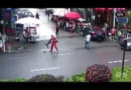 CÃO NO CORO – Cachorro tem ataque de fúria e ataca mais de 20 pessoas; Veja vídeo