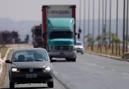 Em apenas um mês, lei do farol soma 124 mil multas em estradas federais