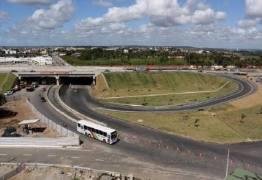 Governo faz novas intervenções e motoristas devem redobrar atenção nas imediações do viaduto do Geisel