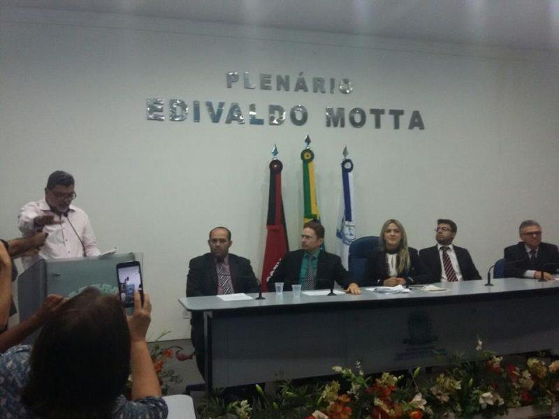Lenildo Morais 800x600 - PATOS TEM NOVO PREFEITO: Lenildo Morais toma posse e exonera secretários de Chica Motta