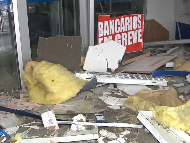 banco_explodido_em_pilar