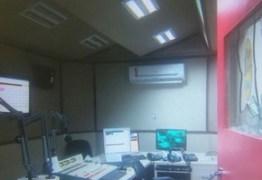 Homem é preso após invadir rádio e ameaçar funcionário
