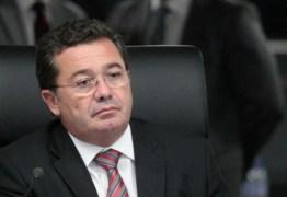 Polícia Federal cumpre mandados de busca e apreensão nas casas do Ministro Vital do Rego