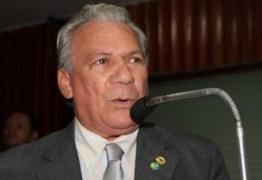 Zé Aldemir e secretários recebem Moção de aplausos da Câmara por retirar município do CAUC