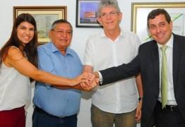 Mais um prefeito eleito pela oposição na PB troca de partido e se filia ao PSB