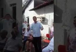 Secretário de Cartaxo canta para idosos em busca de votos