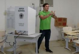 CAMPINA GRANDE: Walter Neto é o primeiro candidato a ir às urnas na manhã desse domingo