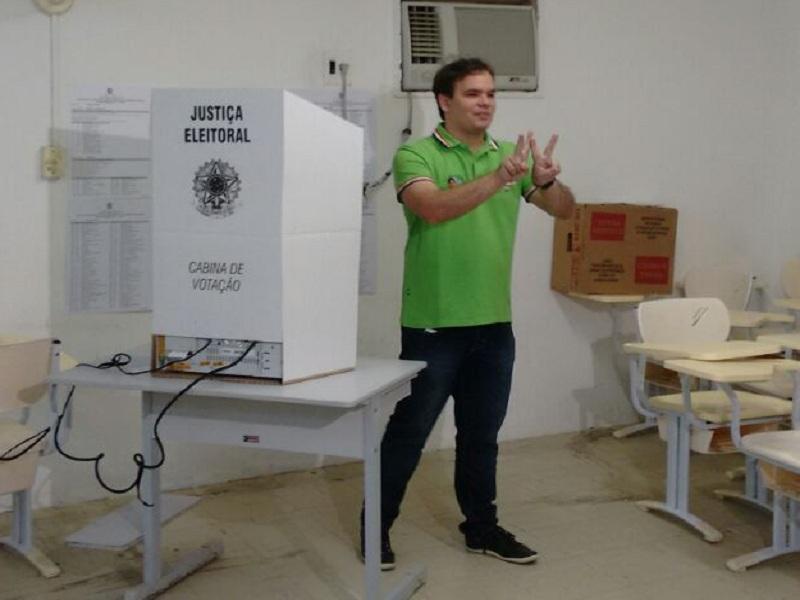 wlater brito neto - CAMPINA GRANDE: Walter Neto é o primeiro candidato a ir às urnas na manhã desse domingo