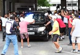 Grupo comemora chegada de Sérgio Cabral a presídio
