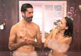 Programa que entrevista famosas enquanto elas tomam banho peladas no chuveiro está dando o que falar em Portugal