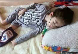 Menino de 7 anos deixa carta emocionante aos amigos antes de morrer