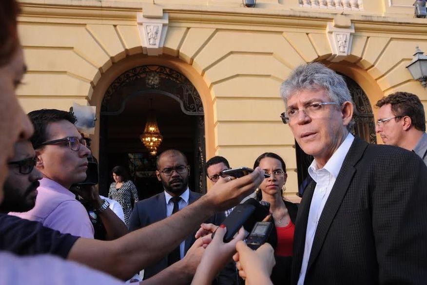 governador ricardo coutinho - Ricardo discute repatriação de recursos com governadores nordestinos e defende autonomia nos cortes financeiros