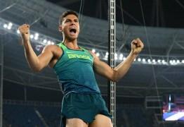 Campeão olímpico no salto com vara Thiago Braz encerra o ano no topo do ranking