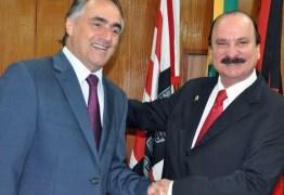 PRÊMIO DE CONSOLAÇÃO: Cartaxo vai dar um cargo para Durval