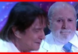 Roberto Carlos e Jô Soares chorando juntos em uma canção. O Brasil se emocionou com eles! – VEJA VÍDEO