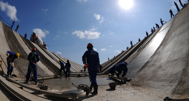Transposição do rio São Francisco estará pronta até 2015 diz presidente - Caravana visita trecho paralisado no eixo norte da Transposição do Rio São Francisco