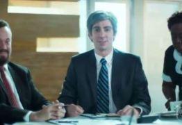 Adnet polemiza ao denunciar racismo com paródia do Banco do Brasil