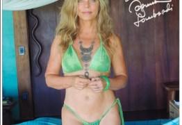 Bruna Lombardi ganha enxurrada de elogios ao postar foto de biquíni