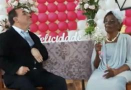 O amor é lindo: homem de 66 anos fica noivo da namorada de 106 anos