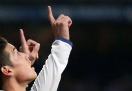 Sem estrelas, Real Madrid conta com brilho de James para vencer Sevilla
