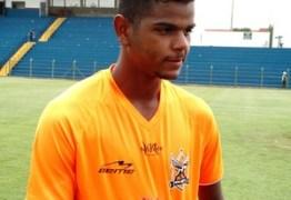 Algoz no retorno da Chape, atacante dedica os gols ao ídolo Bruno Rangel