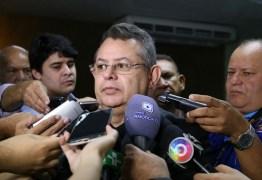 Pimentel deixa presidência da Câmara e critica vereadores de Campina Grande