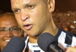 Warley Santos, ex-jogador da Seleção, recebe alta da UTI, diz hospital
